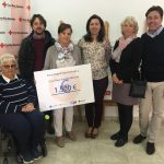 Cheque Alegria aangeboden aan Rode Kruis